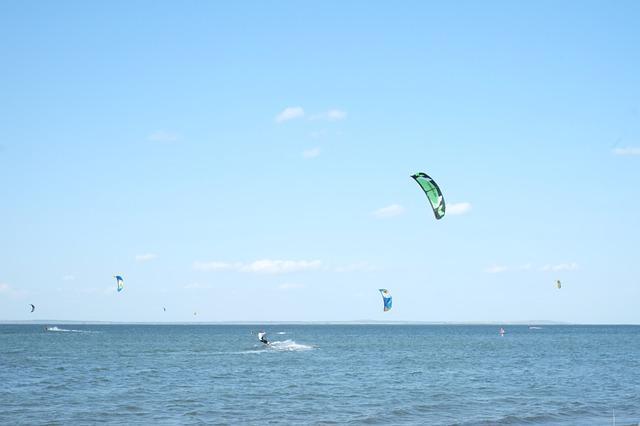 Черное море в Анапе: когда оно цветет, какая температура воды и погода летом и в сентябре
