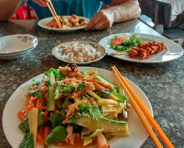 Нячанг, где вкусно покушать: цены на еду и лучшие заведения курорта