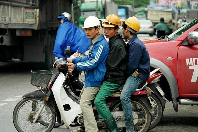Самый популярный способ передвижения по Азии: все об аренде байка в Муйне