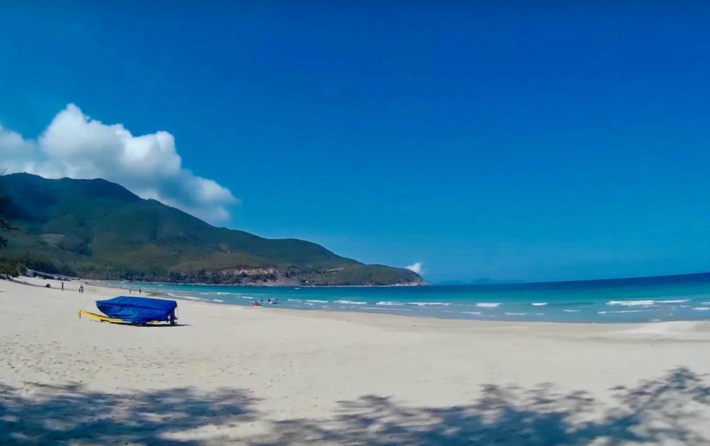 Пляж Бай Дай в Нячанге - спокойствие и уединение на песчаном побережье