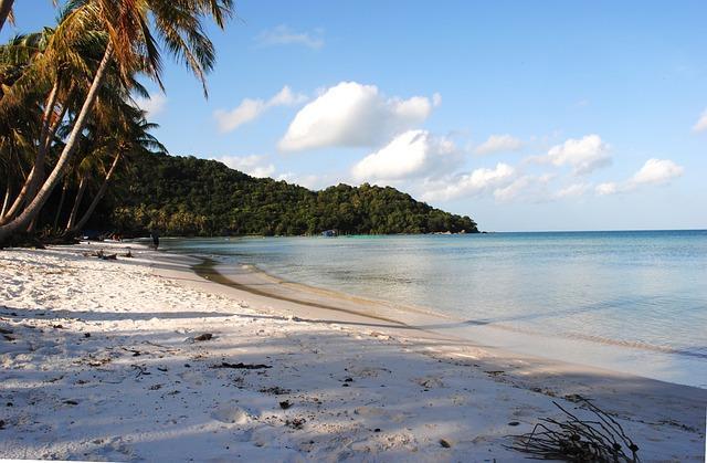 Популярный пляж Онг Ланг на Фукуоке: самые красивые закаты на острове