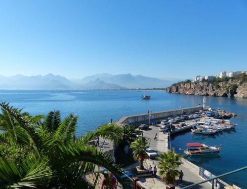 Город и порт Каш на средиземном побережье Турции