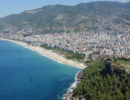 Прибрежный курортный поселок Конаклы в Турции