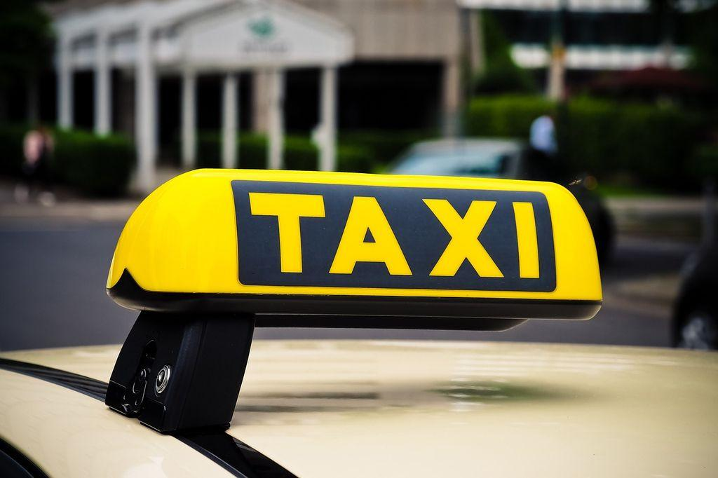 Такси в Алушту, фото