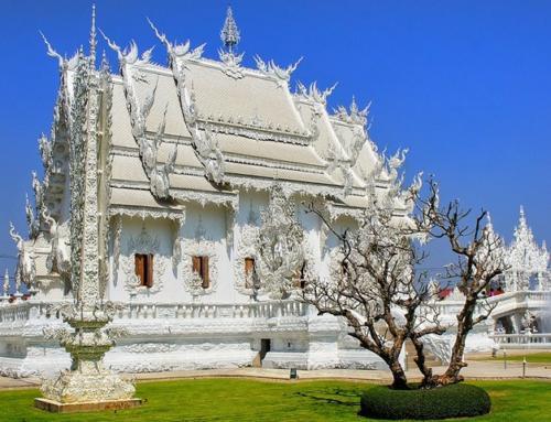Необычный и запоминающийся буддистский комплекс — Белый храм в Таиланде