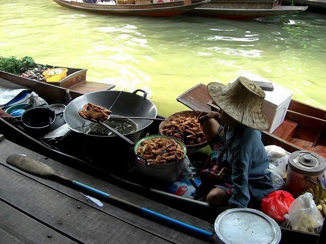 Самый большой тайский базар на воде - плавучий рынок в Паттайе