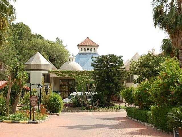 Курортный поселок Чолаклы - один из центров семейного туризма в Сиде