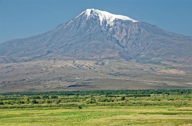Венец Армянского нагорья - величественная гора Арарат