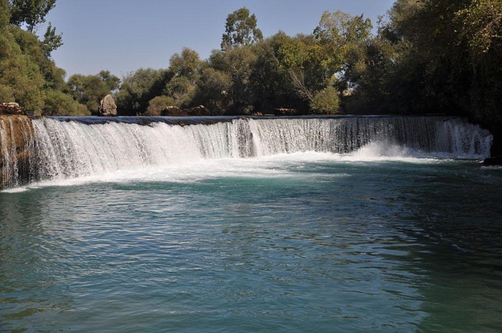 Впечатляющая местная достопримечательность - водопад Манавгат