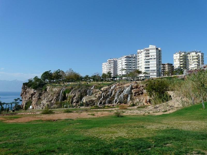 Известная природная достопримечательность Антальи - Дюденский водопад