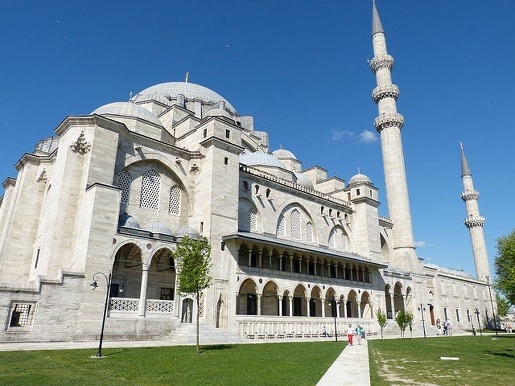 Шедевр архитектуры эпохи Возрождения - мечеть Сулеймание в Стамбуле