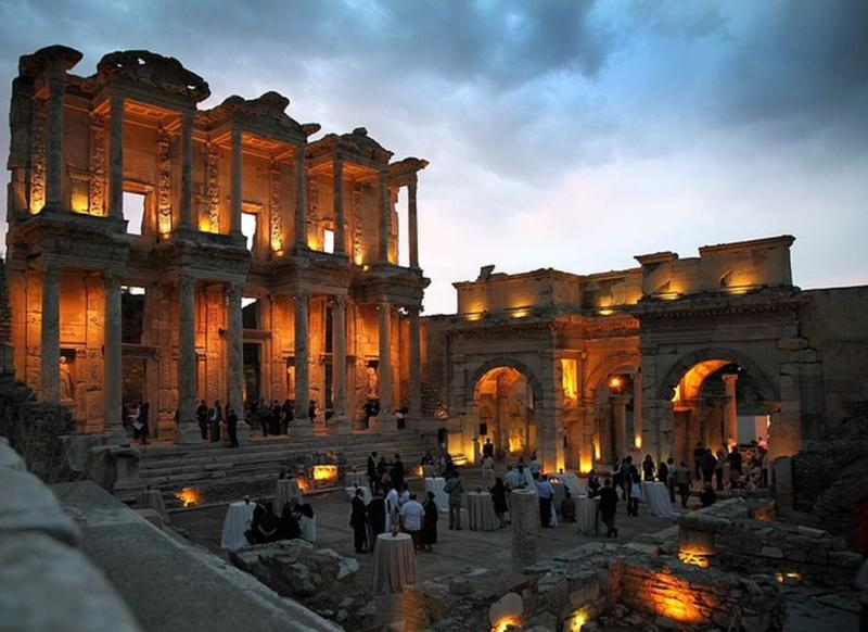 Одно из чудес света древнего мира - храм Артемиды в Эфесе
