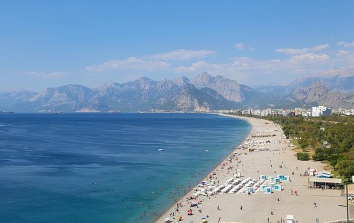 Самые популярные песчаные пляжи для отдыха с детьми в Турции